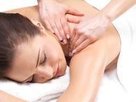A massagem é conhecida como a forma mais eficiente de aliviar as dores musculares Foto: Getty Images