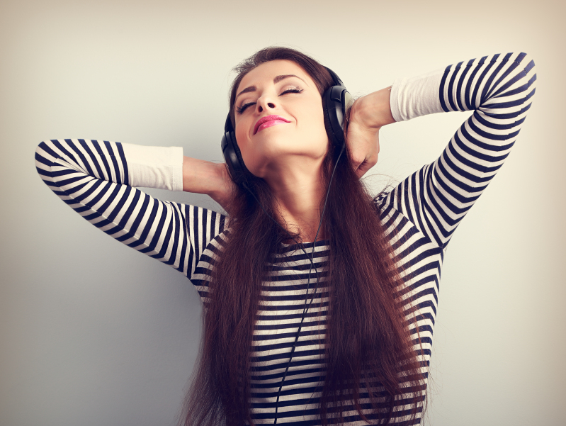 Ouvir música ajuda a relaxar