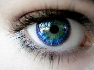 estudo-sugere-que-protec3adna-no-olho-humano-age-como-bc3bassola1