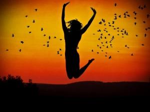 felicidade-1-salto-no-horizonte-de-mulher