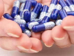 pills-hands