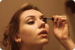 putting-on-makeup