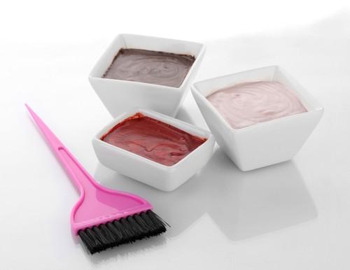 Evite misturar colorações ao pintar o cabelo, pois isso pode produzir efeito indesejado. Foto: Shutterstock
