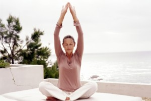 yoga-para-aliviar-os-sintomas-da-menopausa-300x200