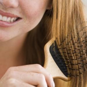 mulher-escova-cabelo-pente-35359
