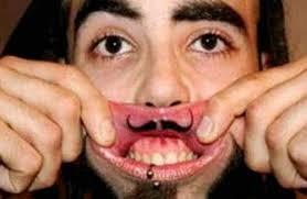 tatuagem nos lábios