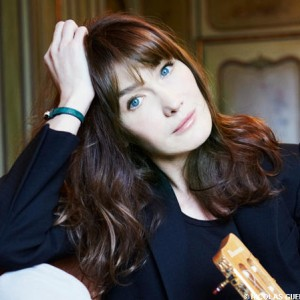 carla-bruni-guitare_leader