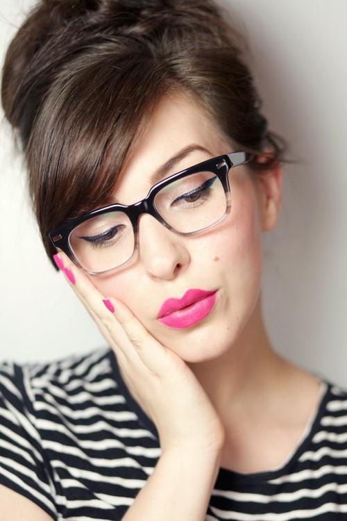 92e2a6bb2 Pois fomos buscar algumas dicas para você aprender a escolher seus óculos  de maneira correta. Os óculos já não são apenas objetos da medicina para  correção ...