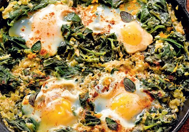 ovos-ensopados-receita-culinaria
