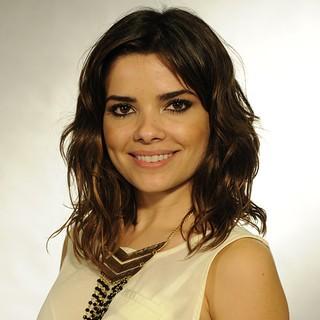 Vanessa Giácomo: Cabelos de cumprimento mediano e levemente ondulados. Para ganhar esse volume, a atriz tem seus truques de beleza, usando mousses.