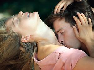 casal-sexo-sensual-abraA%25A7o-reuniA%25A3o-41387