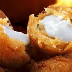 bolinha-queijo-salgado-fritura-3-650x350