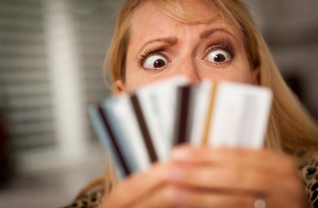 endividamento istock getty images doutíssima mulher com cartões de crédito