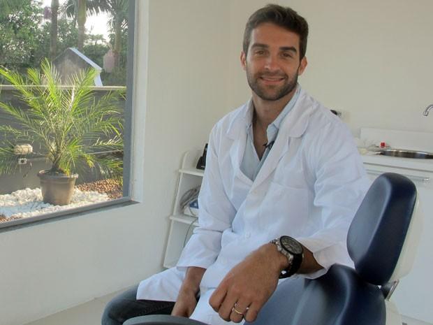 O Modelo Que é Dentista E Encanta Com Seu Sorriso