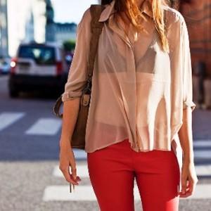 59b120d0ea Aprenda agora a usar o sutiã ideal para as blusinhas de verão! Blusinha com  transparência. sutiatr
