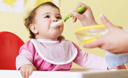 bebê comida