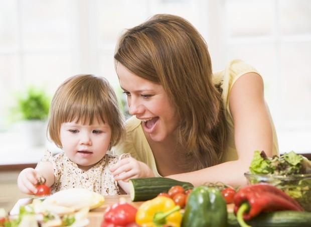 como fazer as crianças comerem legumes
