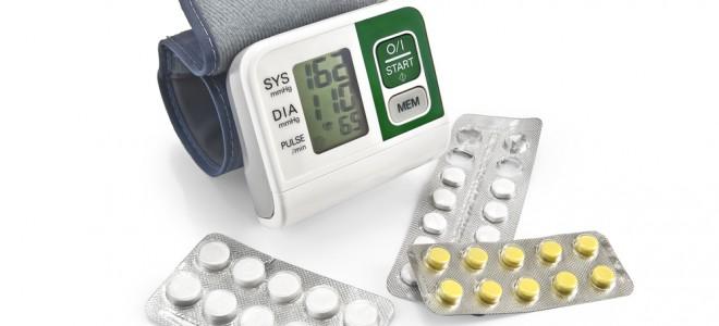 Tratamento da hipertensão pode ser realizado com medicação e mudança de hábitos. Foto: Shutterstock