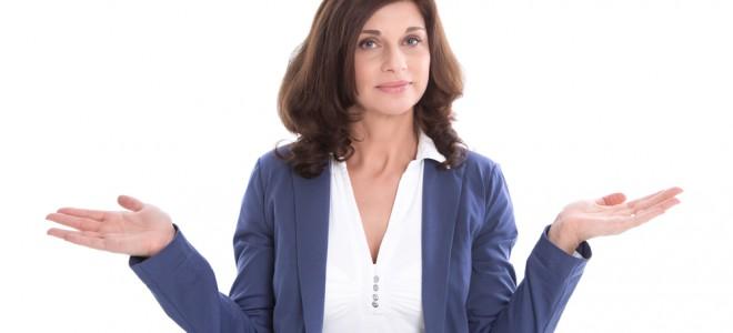 Menopausa dá primeiros sinais com alterações capilares, como a queda de fios. Foto: Shutterstock