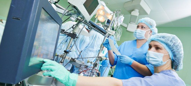 Coração artificial é opção para pacientes que aguardam na fila por transplante. Foto: Shutterstock