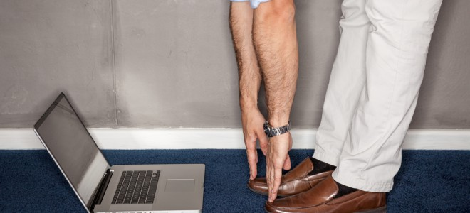 Ginástica laboral promove exercícios tendo como base a atividade profissional. Foto: Shutterstock