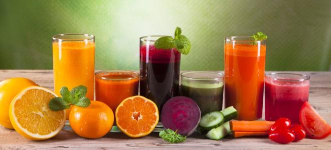 Para manter hábitos saudáveis, prefira os sucos naturais e evite refrigerantes. Foto: Shutterstock