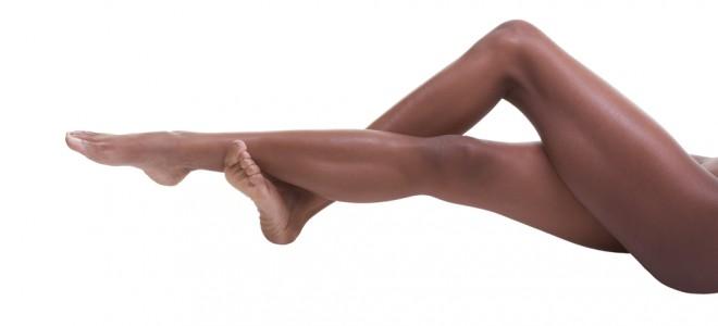 Uso do laser produz pouco calor e preserva a melanina presente na pele negra. Foto: Shutterstock