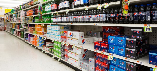 Rótulos não informam os malefícios à saúde dos refrigerantes. Foto: Mihai Andritoiu/Shutterstock
