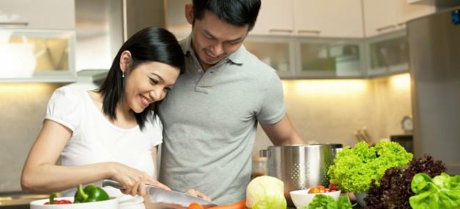 Jantar em casa é alternativa muito mais saudável, além de fazer bem ao bolso. Foto: Shutterstock