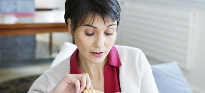 Reposição hormonal é iniciada cerca de seis anos após o início da menopausa. Foto: Shutterstock