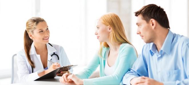 Exames pré-nupciais buscam identificar doenças, bem como aconselhar o casal. Foto: Shutterstock
