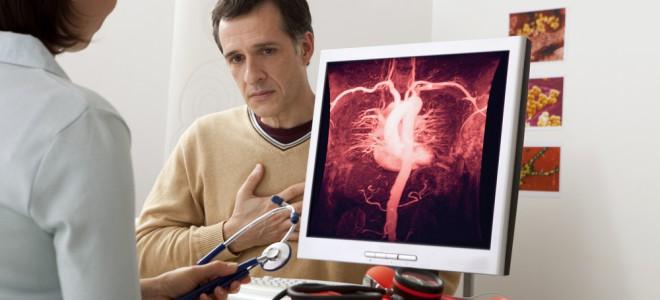 Diagnóstico da calcificação da aorta pode se dar pela angiografia ou ecografia. Foto: Shutterstock