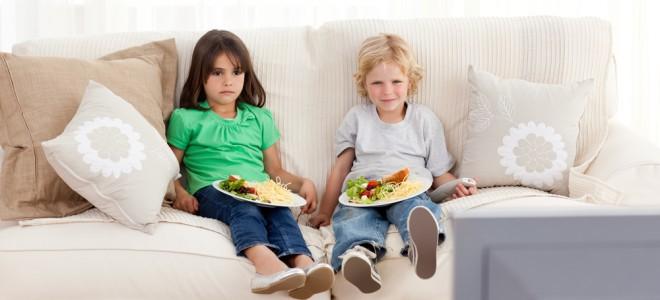 comer diante da televisão