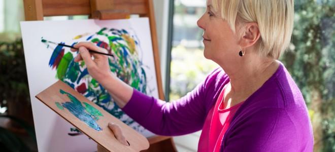 Adotar um hobby pode reduzir a perda de memória em percentuais entre 30% e 50%. Foto: Shutterstock