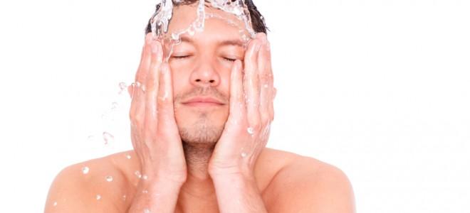 Pele masculina tem 24% mais sudorese e grande tendência à desidratação. Foto: Shutterstock