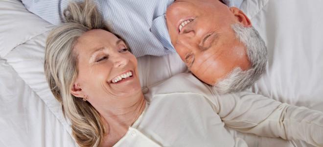 Prática sexual na terceira idade continua a fazer bem para o corpo e a mente. Foto: Shutterstock