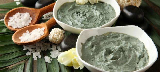 Máscara de argila verde pode ser usada em complemento à esfoliação com fubá. Foto: Shutterstock