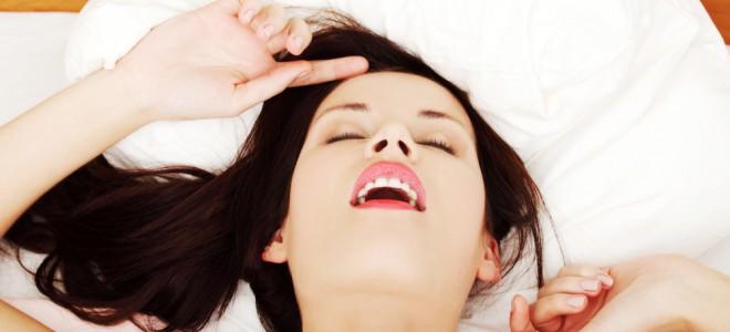 Para a mulher, chegar ao orgasmo durante o sexo exige um conjunto de fatores. Foto: Shutterstock