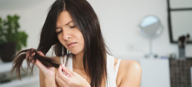 Ressecamento dos fios e a desnutrição do cabelo faz surgirem as pontas duplas. Foto: Shutterstock