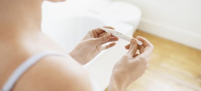 Idade avançada reduz, mas não elimina totalmente a possibilidade de gravidez. Foto: Shutterstock