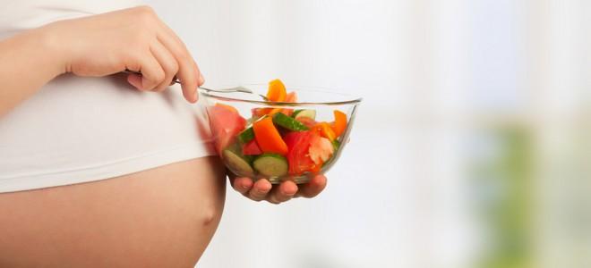 Gestação saudável requer que seja adotada uma alimentação equilibrada. Foto: Shutterstock