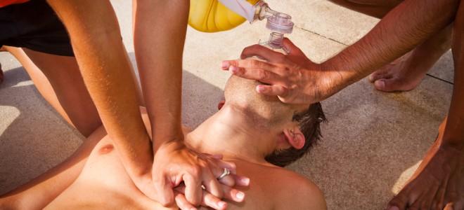 A recomendação é realizar a massagem cardíaca efetiva até a chegada do socorro. Foto: Shutterstock