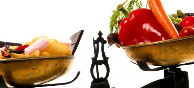 Adotar hábitos alimentares saudáveis no dia a dia ajuda a baixar o colesterol. Foto: Shutterstock