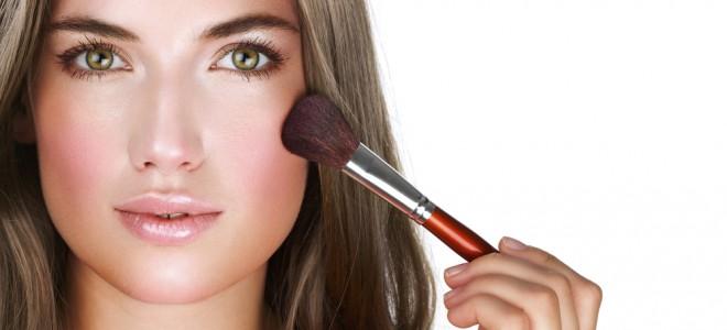 Acerte na maquiagem para pele oleosa e garanta um visual recompensador. Foto: Shutterstock