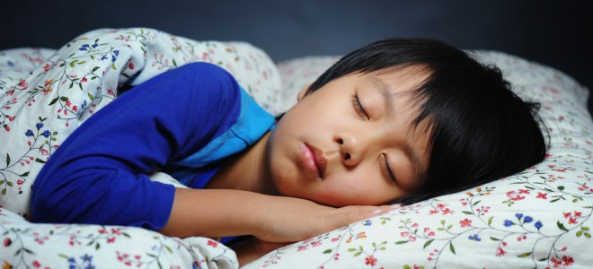 Determinar um único local para a criança pegar no sono é imprescindível. Foto: Shutterstock