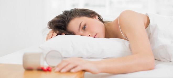 Uso de remédios para dormir pode gerar efeitos colaterais, como a dependência. Foto: Shutterstock