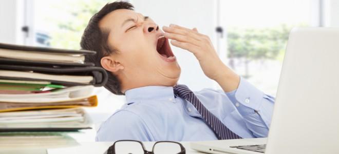 Aumento da jornada de trabalho está relacionado com maiores índices de insônia. Foto: Shutterstock
