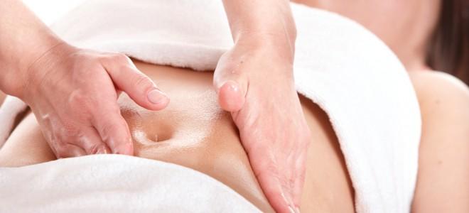 Na recuperação da abdominoplastia é indicado fazer a drenagem linfática manual. Foto: Shutterstock