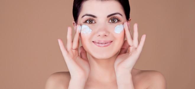 Como cosmético, creme para rugas na testa hidrata a pele, sem mudar estrutura. Foto: Shutterstock