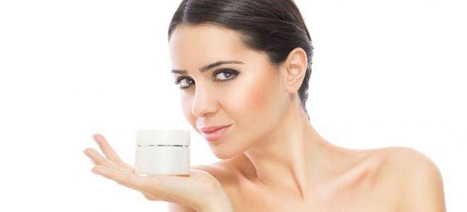 A adoção de hábitos comuns e rotineiros pode fazer bem à pele e à autoestima. Foto: Shutterstock